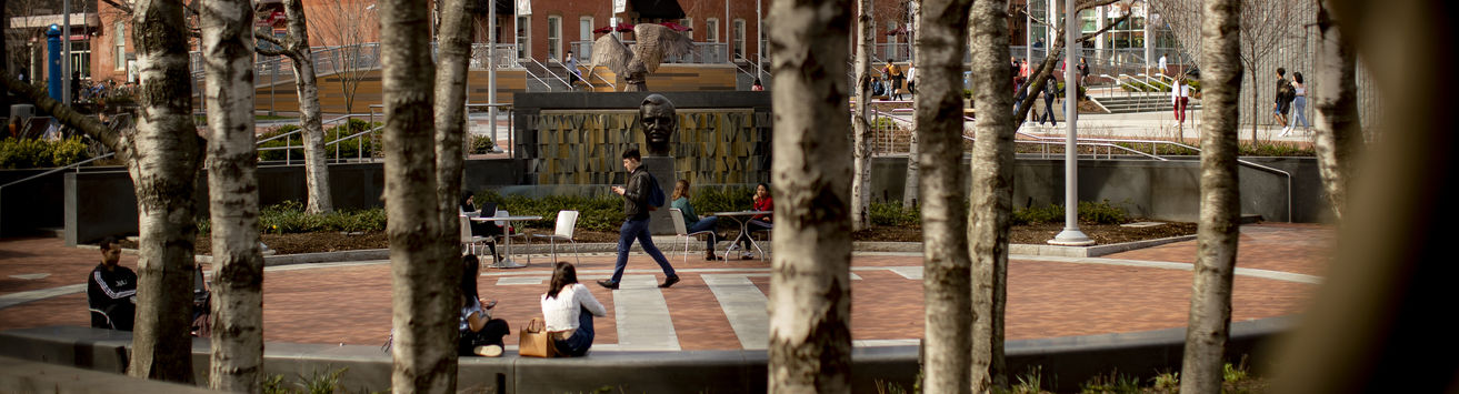 People hanging out in O'Connor Plaza on Temple's Main Campus.